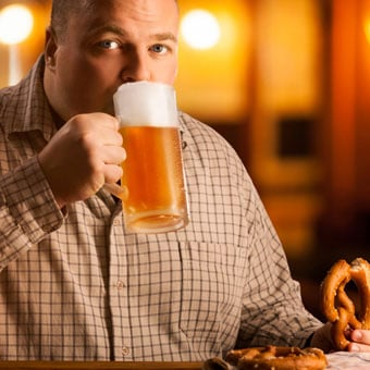 Heavy alcohol drinking and binge drinking appear to be most likely to contribute to weight gain.