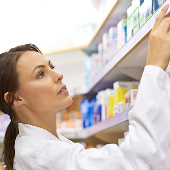 A pharmacist fills a prescription for head lice.