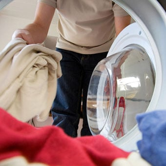 Washing linens and bedclothes in hot water is a home treatment to stop the spread of scabies.
