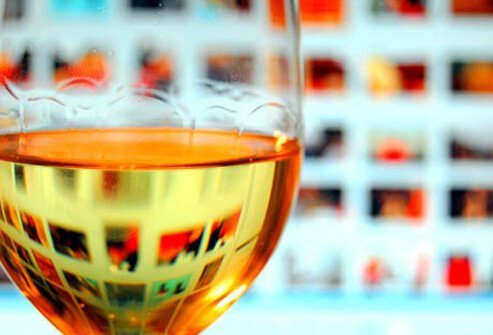 White wine still contains the acid and tannins that help bind stains to teeth.