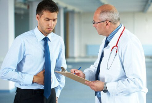 A doctor discusses a male patient's abdominal pain.