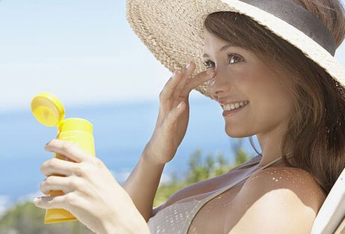 Make sure sunscreen is noncomedogenic, too.