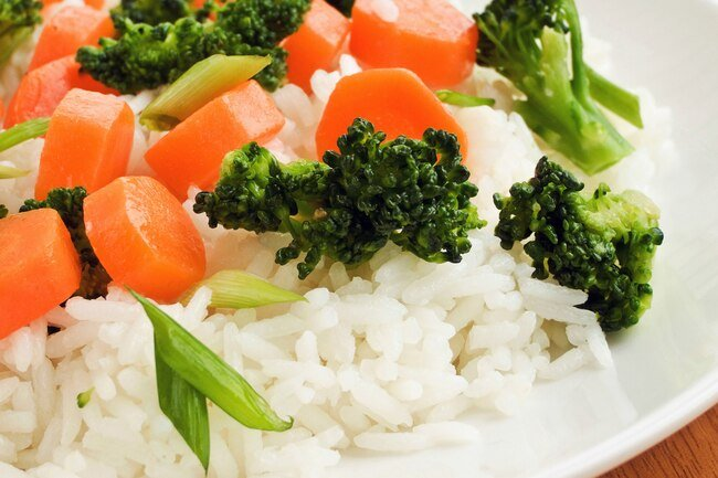 Adding low-GI foods to high-GI foods can minimize the effects of these foods on blood sugar levels.