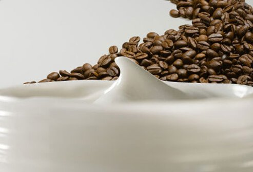 There is no compelling evidence that creams containing caffeine, aminophylline, or theophylline can have a beneficial effect on cellulite.