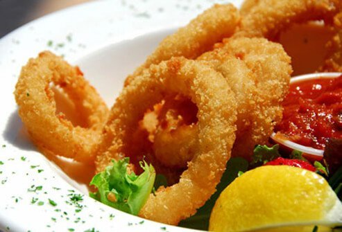 A photo of fried calamari.