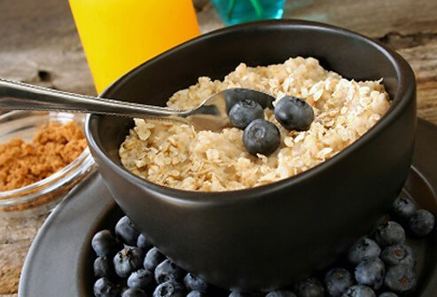 A bowl of oatmeal and fresh blueberries for a healthy breakfast.