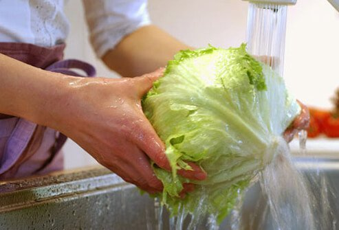 Washing produce thoroughly before eating reduces the risk of contracting hepatitis A.