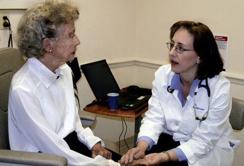 A doctor talking to a patient about the difference between osteoarthritis and rheumatoid arthritis.