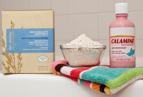 Baths and calamine lotion are a few home treatment options for shingles.