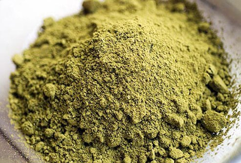 Plant-based hair dyes, including henna and vegetable dyes, can change hair color without harsh chemicals.